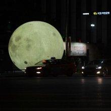 도심 밝히는 보름달