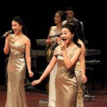 평양 예술단의 축하공연