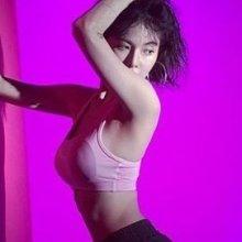현아, '볼륨감甲' 잘록한 허리와 탄탄한 몸매