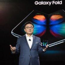 """""""혁신이네요 가격은 조금 비싸""""…삼성 폴더블폰 '갤럭시 폴드', 해외 누리꾼 '와글와글'"""