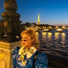 """박나래, 파리에서도 빛나는 독특한 패션 감각…""""이 구역의 어깨 깡패"""""""