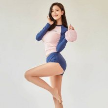 [포토] '새댁' 클라라, 변함없는 명품 몸매
