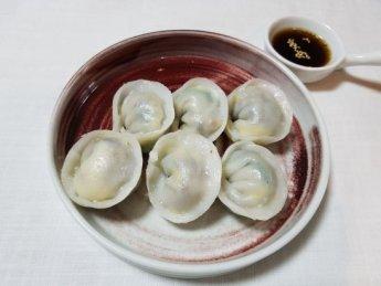 우리나라 전통만두의 별미를 맛보자. 쌀가루로 만든 만두피 '흰떡만두'