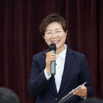 """만화가 윤서인, 징역 1년 구형…네티즌 """"정치 성향을 떠나서 심하다"""""""
