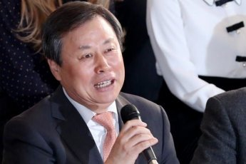 도종환 장관, 인사동서 관광업계 소상공인 만나