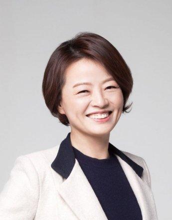"""진선미 """"장관 지명 어깨가 무겁다"""""""
