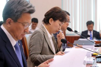 [포토] 심각한 표정의 김현미 장관