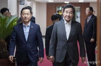 [포토] 국무회의 참석하는 이낙연 총리