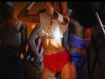[포토] 두아 리파의 '섹시불금댄스'
