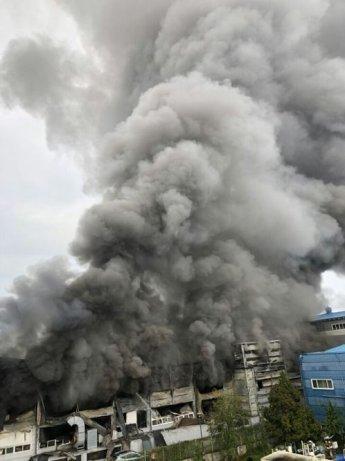 경기 화성시 싸이노스 반도체 공장 화재…현재 진화 중