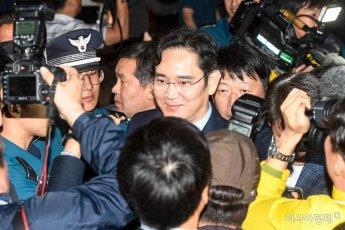 [포토] 취재진에게 질문 받는 이재용 부회장