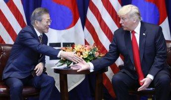 문 대통령-트럼프, 한미FTA 개정협정문 서명