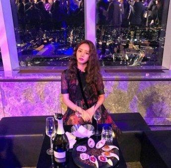 [#스타샷] 혜리, 고혹적인 가을 여신 변신한 근황 화제…'남심 저격'