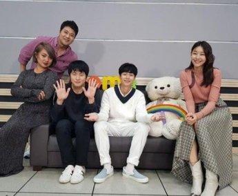 """'나혼자산다' 결방 아쉬움 달래는 김충재 인증샷 """"무지개 스튜디오 다녀왔어요"""""""