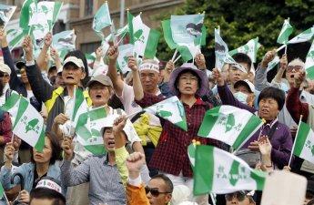 """""""中 압박에 저항"""" 대만서 독립 투표 요구하는 대규모 시위 열려"""