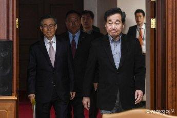 [포토] 국정현안점검조정회의 참석한 이낙연 총리