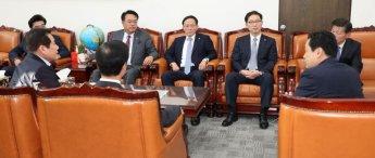 외통위, '1조977억' 남북협력기금 의결 보류
