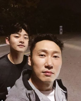 """[#스타샷] '전참시' 이승윤, 매니저와 다정한 사진…""""우리 현석이랑"""""""