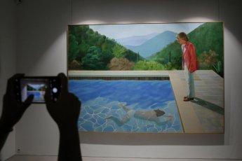 호크니作 '예술가의 초상' 1020억 낙찰…'경매 40초만에 역대 최고가'