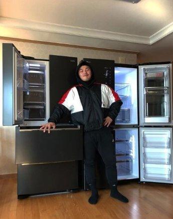 마이크로닷 '나혼자산다' 인증샷, 냉장고 앞에서 한껏 포즈