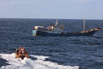 목포해경, 주말·휴일 불법 중국 어선 3척 나포