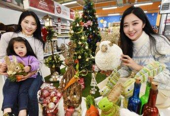 크리스마스 인테리어 소품 '불티'…홈플러스, 트리 등 판매 돌입
