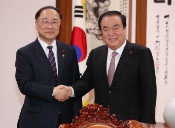 """홍남기 국회 방문…""""최저임금·52시간 근무제 보완 방안 찾을 것"""""""
