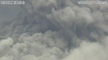 日가고시마 화산섬 분화…연기 500m이상 치솟아 입산규제