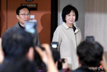 정론관 들어서는 손혜원-홍영표