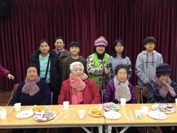 [포토]광진구 화양동 자원봉사자들 '사랑의 목도리 전달