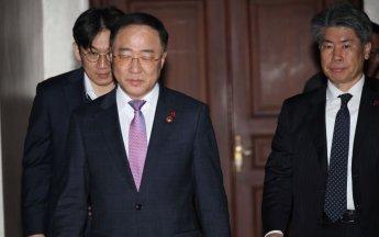 """홍남기 """"금감원, 간부급 직원 35% 수준으로 줄여야"""""""
