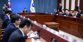 [포토] 국정현안점검조정회의 주재하는 이낙연 총리
