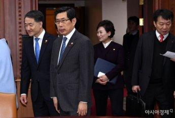 [포토] 국정현안점검회의 참석하는 장관들