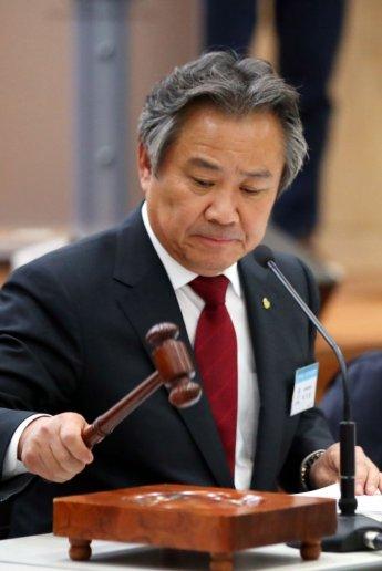정부-국회에도 강경 비판, '체통령'은 어떤 자리인가