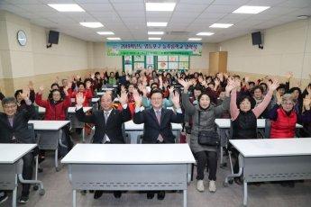 [포토]채현일 영등포구청장, 늦깎이 새내기 입학 '응원'!
