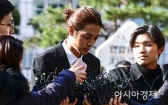 """'몰카 촬영·유포 혐의' 정준영에 현직 변호사 """"최대 7년6개월 징역"""" 예상"""