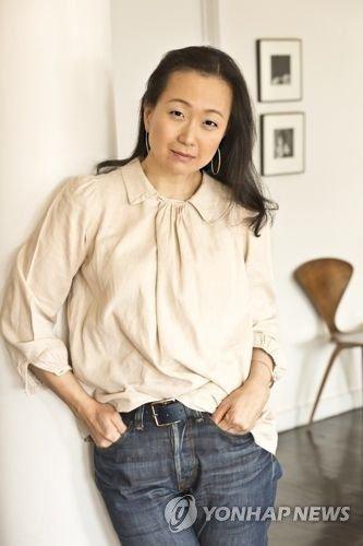 애플이 선택한 한국계 작가 소설
