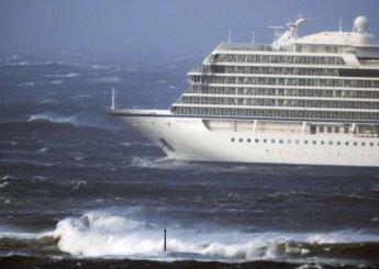 노르웨이 해안서 1300명 탄 크루즈선 고장…기상악화에 구조 난항