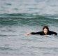 [ST포토] 서핑에 도전하는 아지, '포기하지 않아'