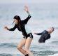 [ST포토] 아지, '서핑 강사도 아쉬워하는 순간'
