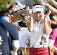 [ST포토] 동료들 축하받는 오지현, '우승이다!'
