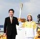 [ST포토] 이낙연 총리-유영, '평창동계올림픽 성화봉송을 알립니다'