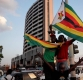 &quot37년만에 대통령이 바뀐다&quot…무가베 사임에 환호하는 짐바브웨