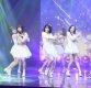 [ST포토] 노래하는 지호와 춤추는 멤버들