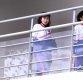[ST포토] 취재진 보는 북한 응원단