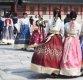 [포토]포근한 봄 날씨에 경복궁 찾은 관광객들