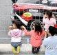 [ST포토] '아이들에겐 신기한 자동차 경주'