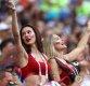 [포토] 러시아 미녀 서포터들 '아찔한 응원'