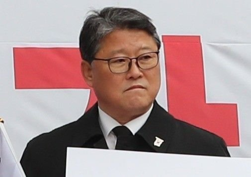 """'국회 재석률 꼴찌' 조원진 """"태극기 집회해야 해서"""" 해명"""