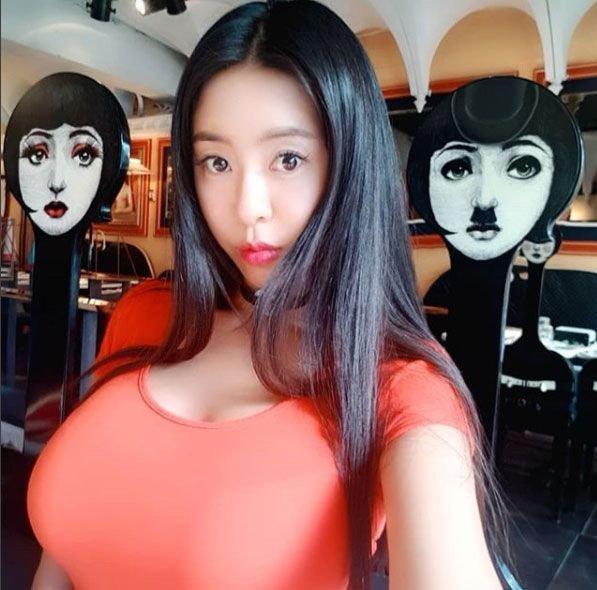 '시선강탈 주황빛 유혹'